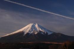 飛行機雲(忍野2009年12月24日7:20)