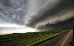地上を飲み込む巨大雲05