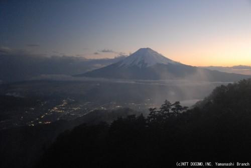 冠雪した富士山・三ツ峠(2010年11月18日17:00)