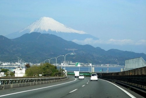 薩埵トンネル出口から見える富士山(2010年11月25日)