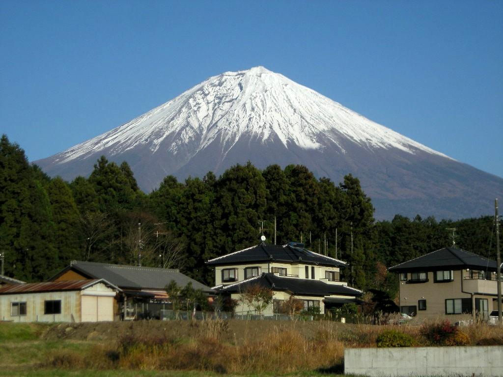 実家の近くから見える富士山(2010年12月5日)
