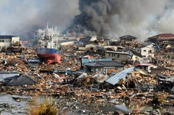 東日本大震災 (津波に襲われた町)