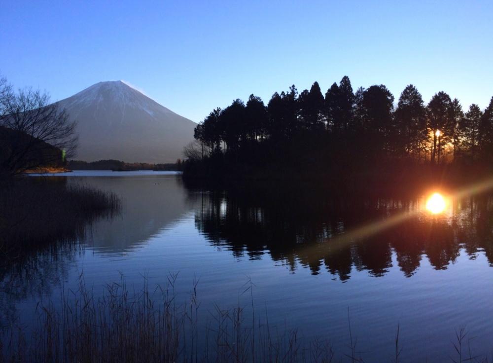 富士山と田貫湖(静岡県富士宮市)2016年元旦