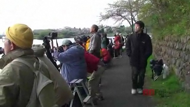 People photographing diamond Fuji