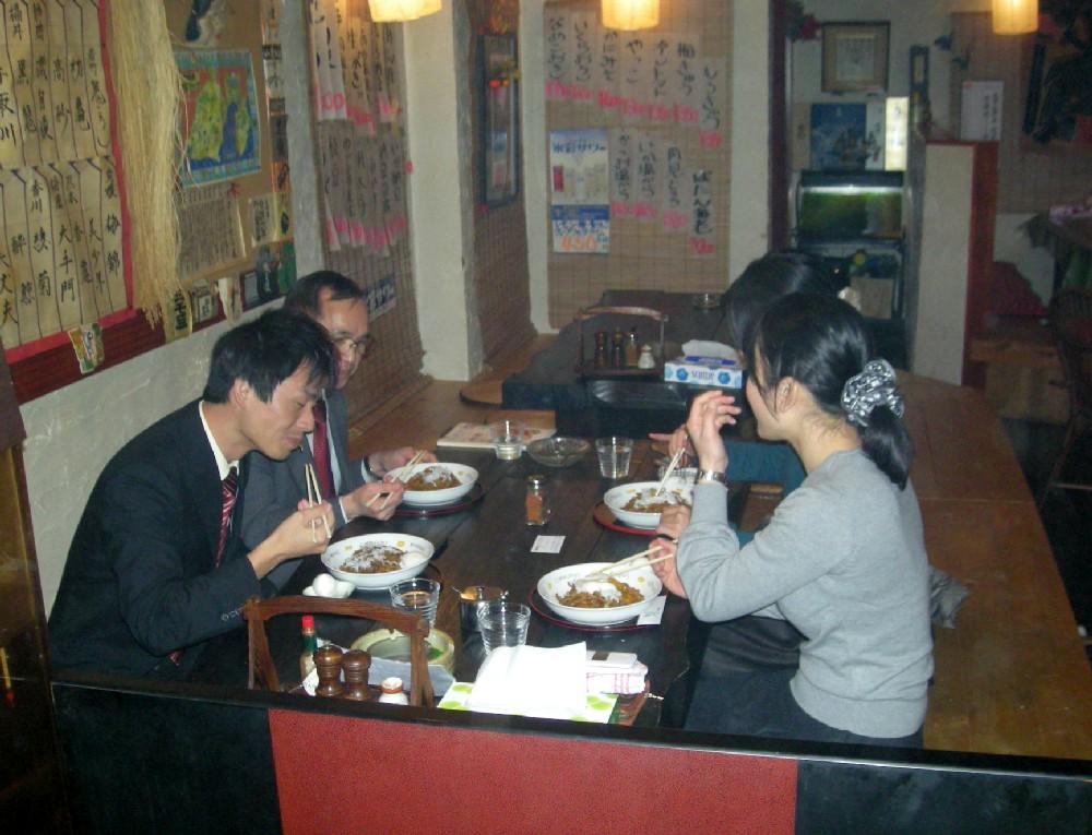 こちらの団体のお客さんも全員富士味噌焼きそばを注文していました。